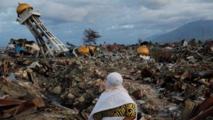 Indonesian tsunami bbc